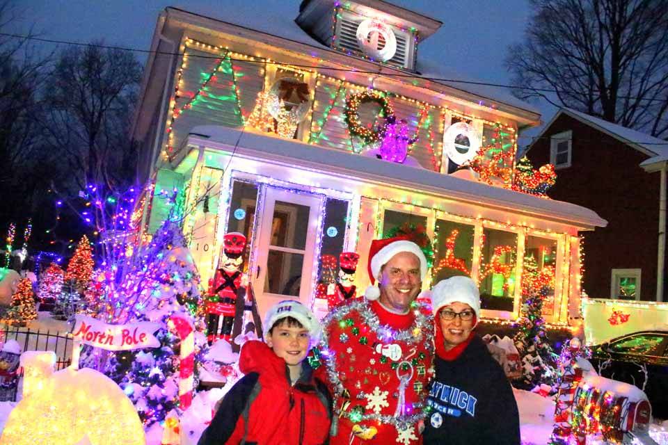decorated this year with 25300 lightbulbs beating what clark griswold did in national lampoons christmas vacation ian austinallotsegocom - When Did Christmas Vacation Come Out
