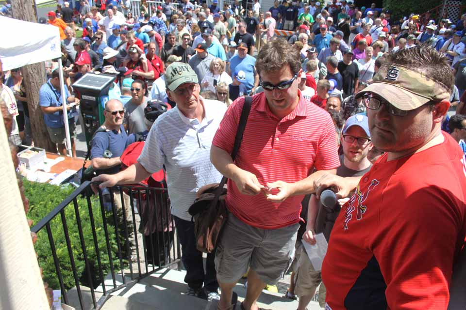 The throng outside the Tunnicliff Inn filled Pioneer Street early this afternoon as a dozen Hall of Famers, from Johnny Bench to Roberto Alomar, signed autographs inside (Jim Kevlin/allotsego.com)
