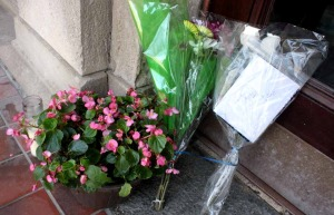 Flowrs and other tributes appeared on City Hall steps over the weekend.