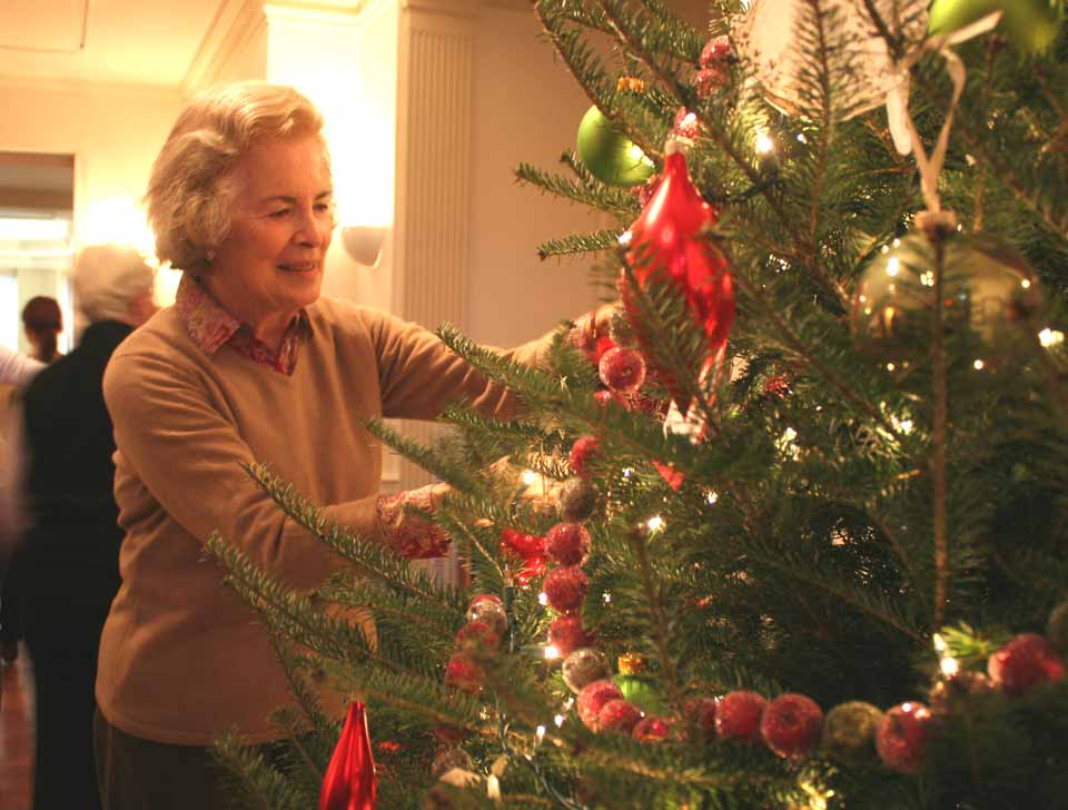 Kathryn Ahearne, Cooperstown, a member of the Lake & Valley Garden Club, joins other garden clubs from Otsego and Chenango counties this morning in decorating The Fenimore Art Museum for the holidays.  The decorations will be available for public viewing on Tuesday.  (Jim Kevlin/allotsego.com)